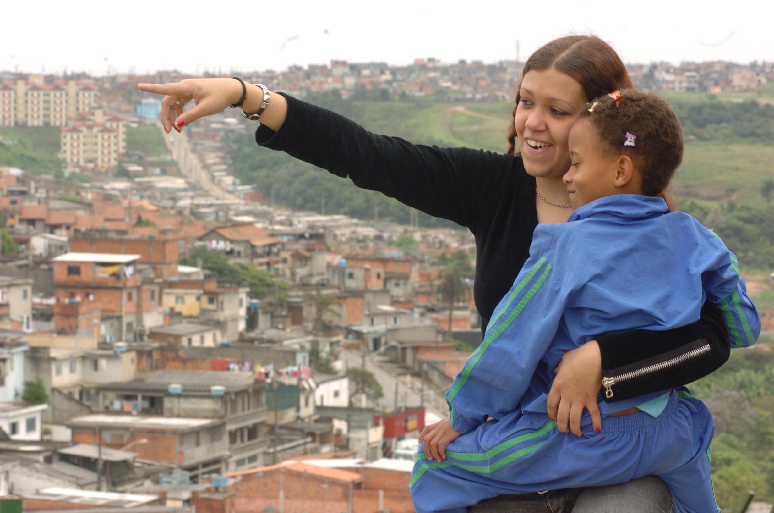 SOM_favelafundo.JPG