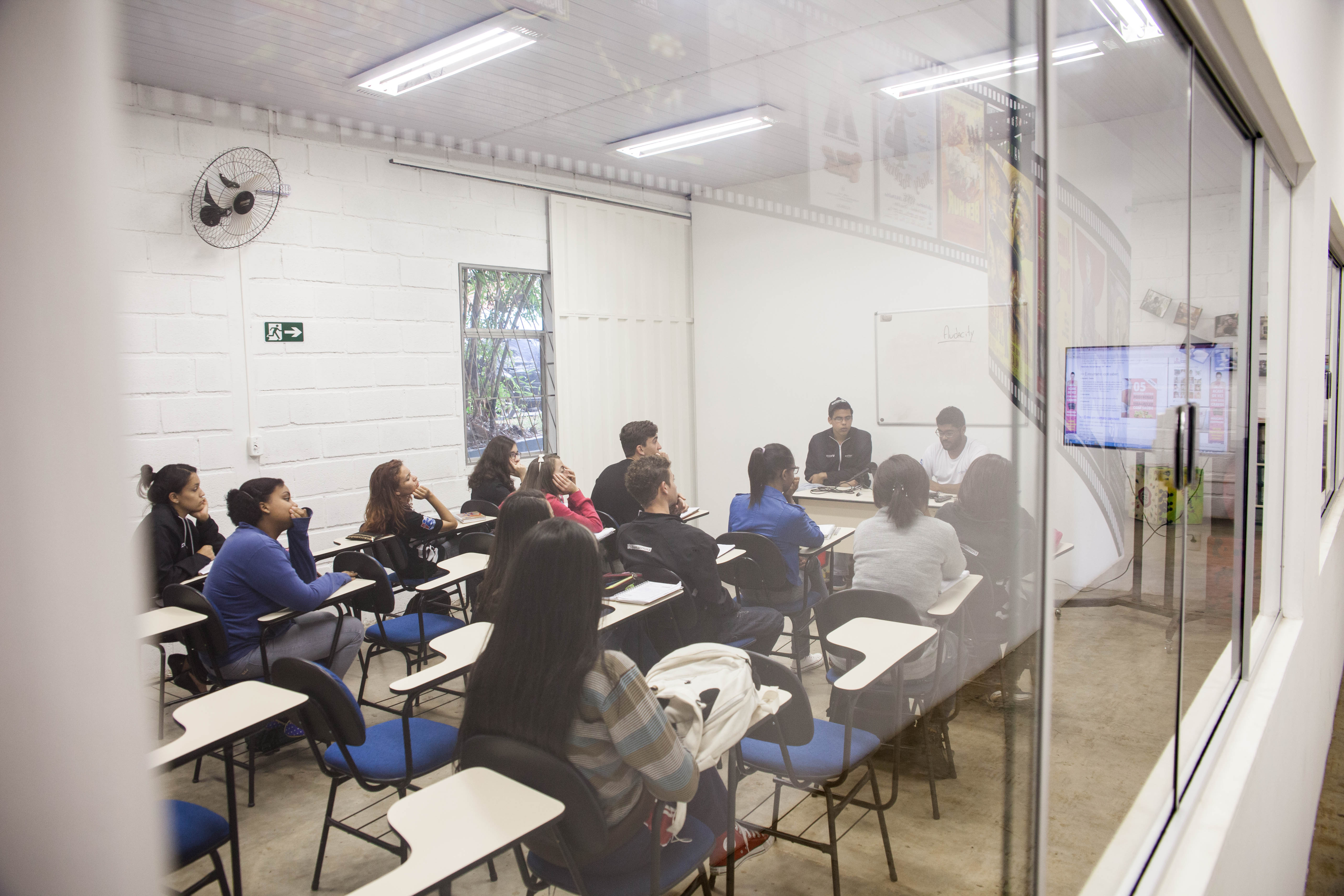 Curso de Audio Visual Antenados.jpg