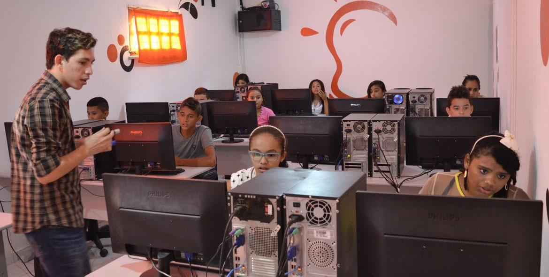 alunos_no_computador.jpg