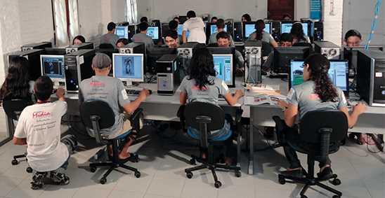alunos_sala_informatica.jpg